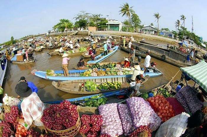 A-24-hour-discovery-of-Cai_Be-floating-market-08