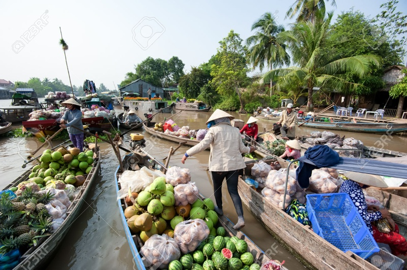 A-24-hour-discovery-of-Cai_Be-floating-market-09
