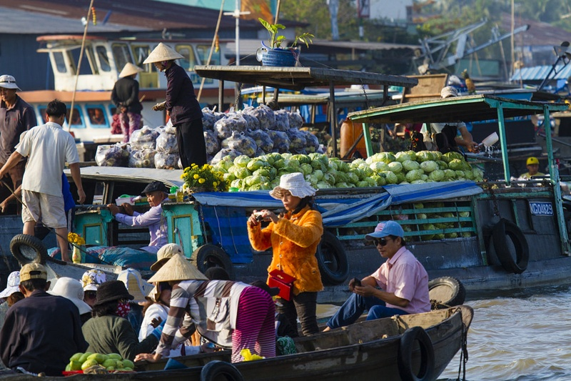 A-24-hour-discovery-of-Cai_Be-floating-market-11