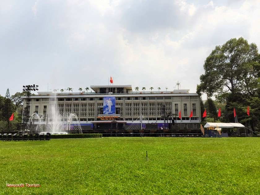 A_visit_to_Saigons_time_capsule_-_Independence_Palace_1