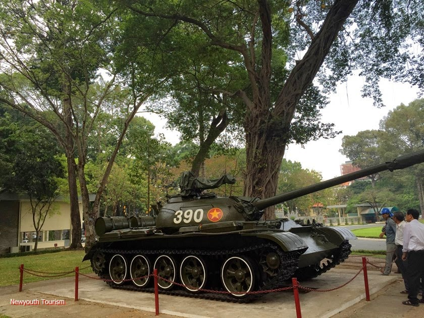 A_visit_to_Saigons_time_capsule_-_Independence_Palace_2