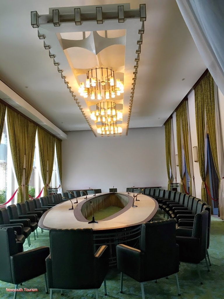 A_visit_to_Saigons_time_capsule_-_Independence_Palace_4