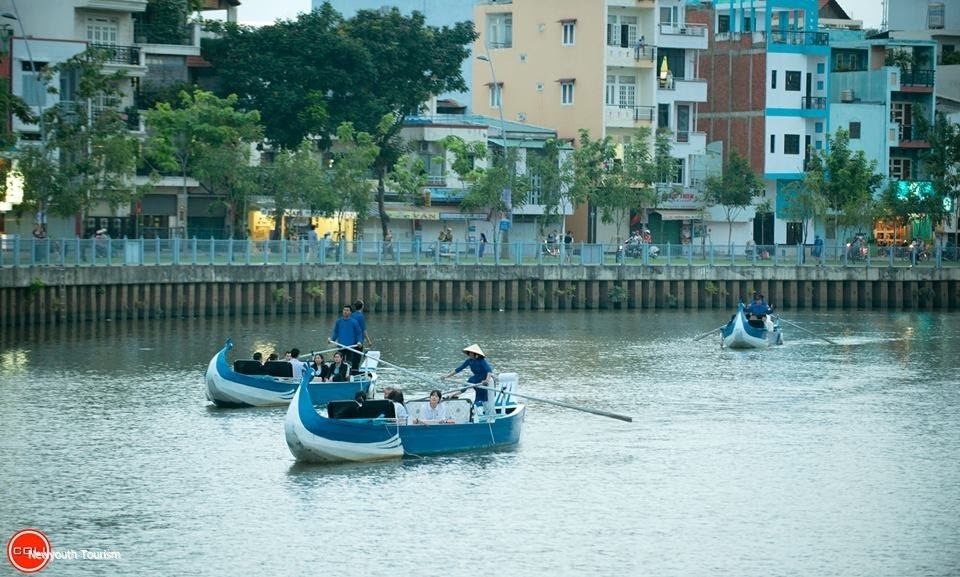 Boat_tour_on_Nhieu_Loc-Thi_Nghe_launched_04