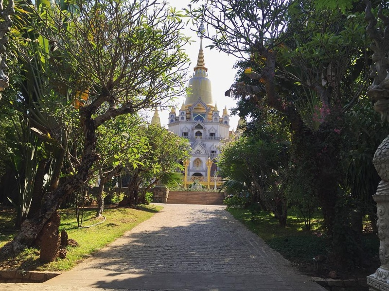 Buu-long-pagoda-in-ho-chi-minh-city_02