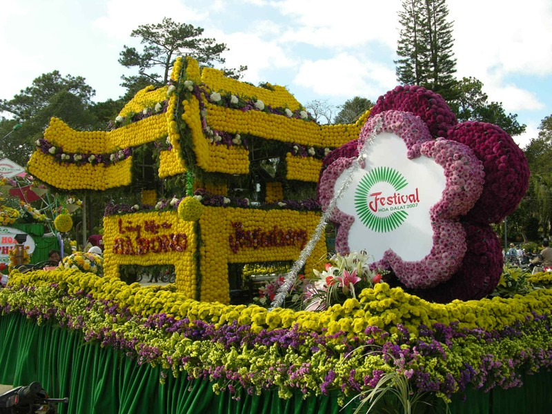 Dalat_promotes_citys_flower_brand_with_upcoming_festival_07