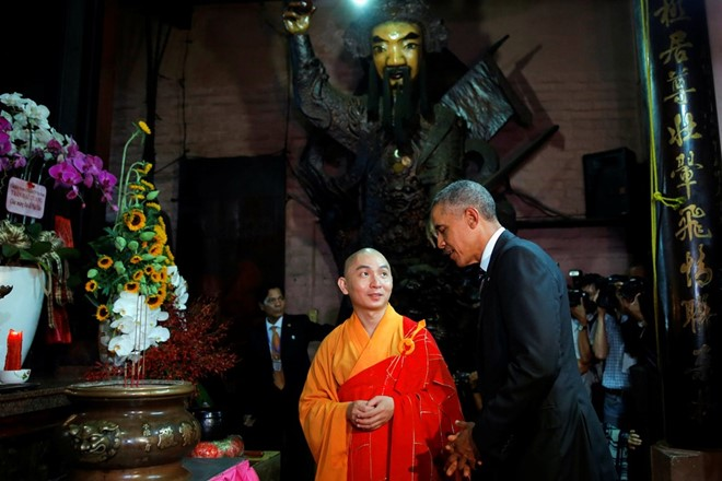 President_Obama_visit_The_Jade_Pagoda_in_Ho_Chi_Minh_city_04