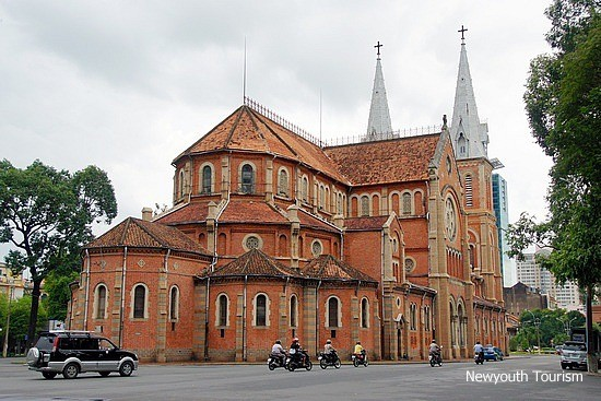 Saigon_Notre-Dame_Cathedral_in_Ho_Chi_Minh_City_02