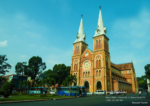 Saigon_Notre-Dame_Cathedral_in_Ho_Chi_Minh_City_05