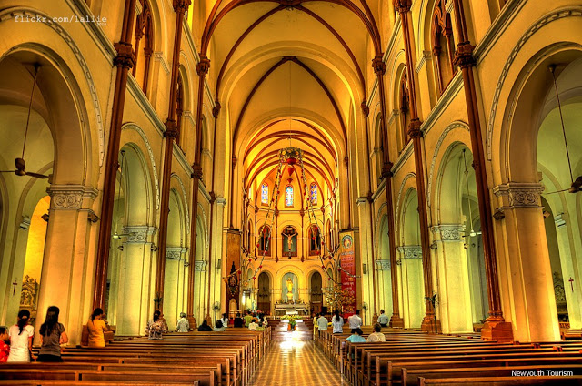 Saigon_Notre-Dame_Cathedral_in_Ho_Chi_Minh_City_07