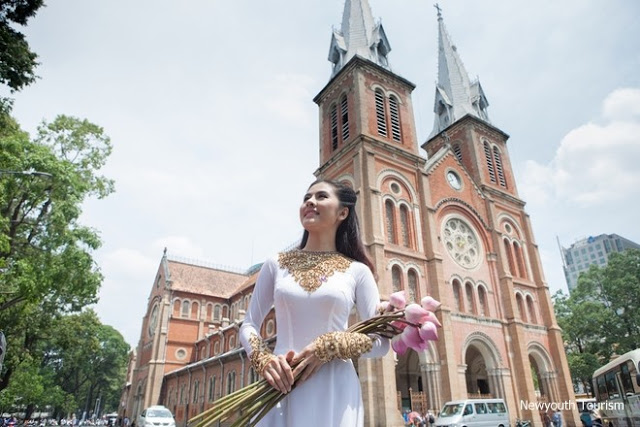 Saigon_Notre-Dame_Cathedral_in_Ho_Chi_Minh_City_08