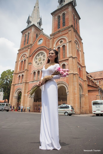 Saigon_Notre-Dame_Cathedral_in_Ho_Chi_Minh_City_10