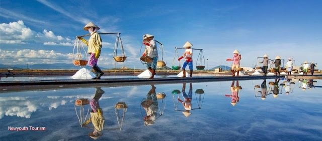 The-Salt-Fields_Near_Nha-Trang-Beach-city-Vietnam-01