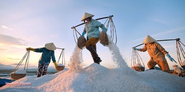The-Salt-Fields_Near_Nha-Trang-Beach-city-Vietnam-02