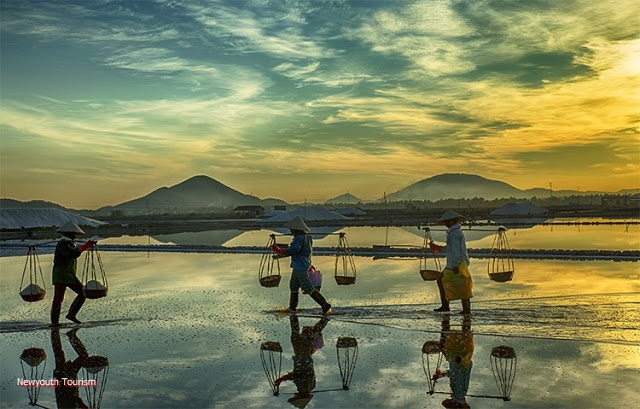 The-Salt-Fields_Near_Nha-Trang-Beach-city-Vietnam-07