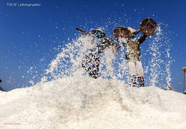 The-Salt-Fields_Near_Nha-Trang-Beach-city-Vietnam-14