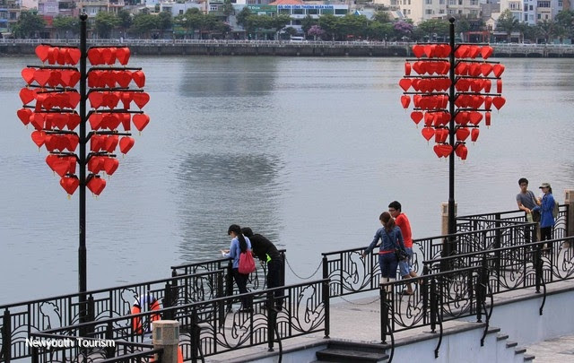 The-wharf-of-love-locks-in-Da-Nang-city_02