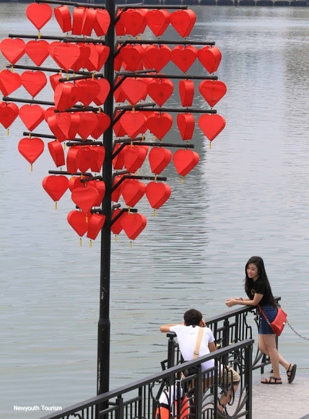 The-wharf-of-love-locks-in-Da-Nang-city_03