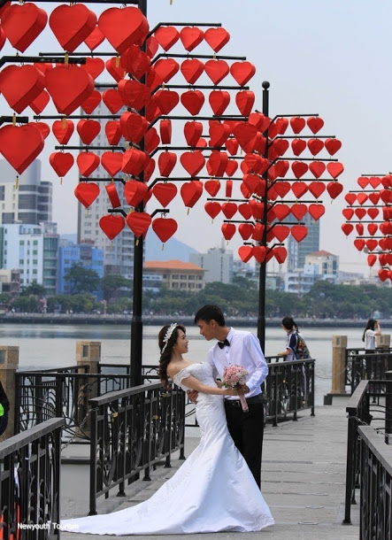 The-wharf-of-love-locks-in-Da-Nang-city_11