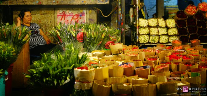 The_flower_market_that_never_sleeps_in_Saigon_1