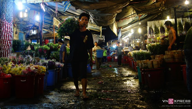 The_flower_market_that_never_sleeps_in_Saigon_3