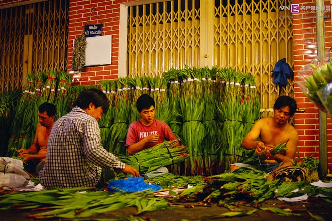 The_flower_market_that_never_sleeps_in_Saigon_7