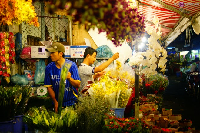 The_flower_market_that_never_sleeps_in_Saigon_8