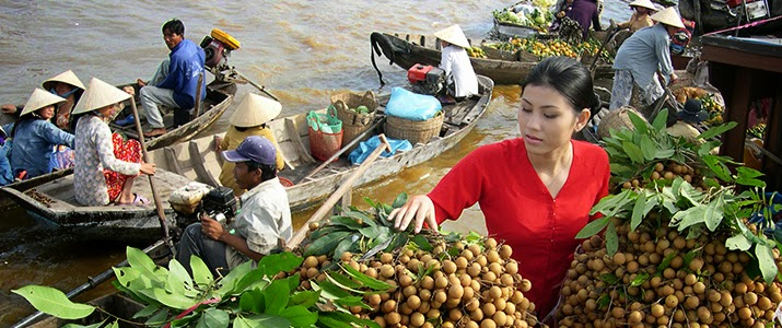 Top_5_attractive_floating_markets_in_Vietnam_01
