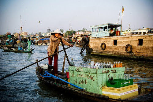 Top_5_attractive_floating_markets_in_Vietnam_02