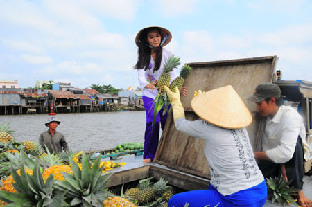 Top_5_attractive_floating_markets_in_Vietnam_03