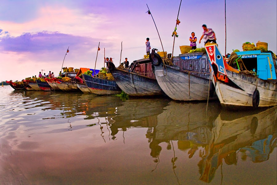 Top_5_attractive_floating_markets_in_Vietnam_04