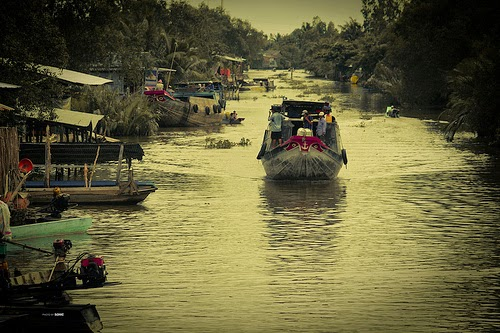 Top_5_attractive_floating_markets_in_Vietnam_05