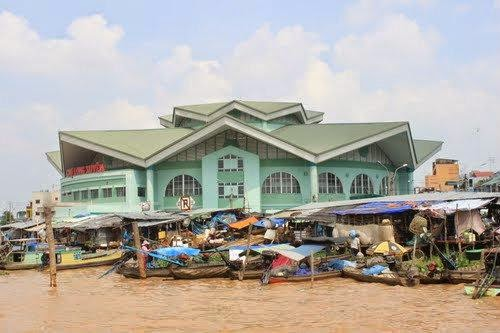 Top_5_attractive_floating_markets_in_Vietnam_06