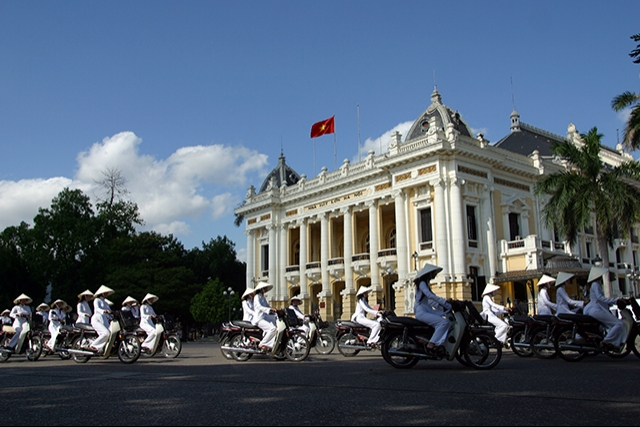Travel_around_Hanoi_city_Vietnam_06