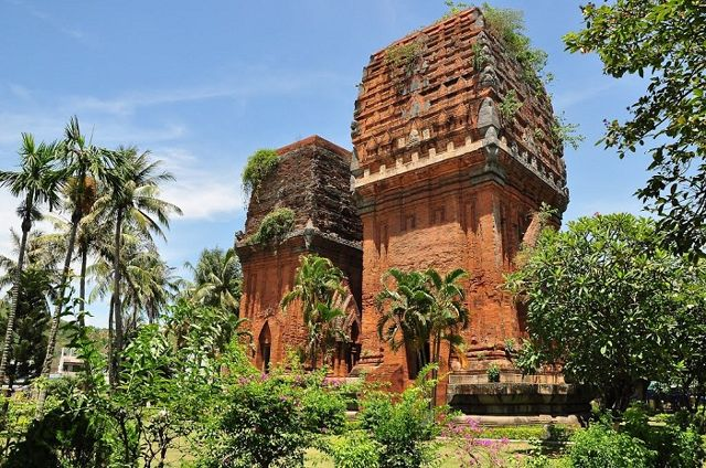 cham-tower-in-binh-dinh-province-thap-doi