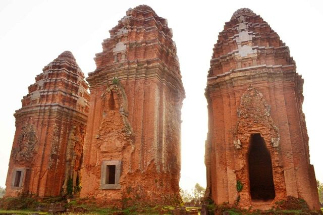 cham-tower-in-binh-dinh-province-thap-duong-long