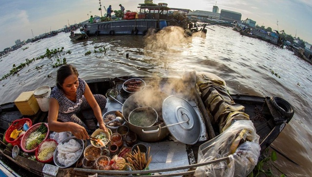 A 24-hour discovery of Cai Be floating market